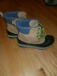 Youth Sorel boots  583 mi