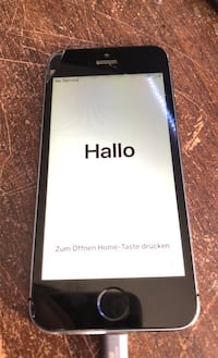 iPhone 5s (cracked screen)