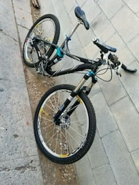 black and blue hardtail mountain bike Los Angeles, 90044