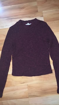 Burgundy long sleeve  Essex, N0R