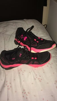 Black-and-pink running shoes Abbotsford, V2T 3L3