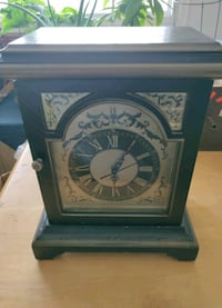 Vintage wooden mantle clock (free delivery) Toronto, M3L 1M4