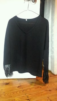V-neck with lace sleeves  Angus, L0M 1B3