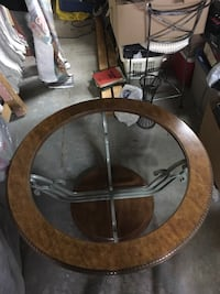 round brown wooden dining table Guelph, N1E 0G6