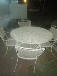 round white metal patio table with four chairs Cathedral City, 92234