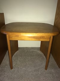 Oak end table North Billerica, 01862