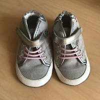 Baby girl shoes - Robeez shoes - size 3 (6-9 mos)  Toronto, M4S 1E1