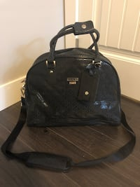 Guess travel bag new with tags  New Westminster, V3M 4M3
