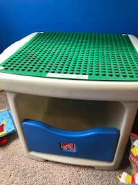 Lego duplo table with extra lego mat