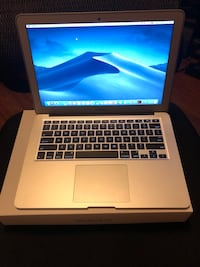 MacBook Air (13-inch, 2017) i5 w/box Toronto, M6M 1T2
