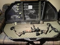 brown and black compound bow set Round Hill, 20141