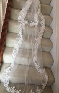 Long lace veil with attached comb Tennessee, 37013