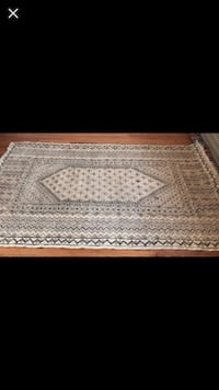 White and gray area rug Vienna, 22180