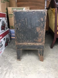 Metal cabinet with metal drawers Cookeville, 38501