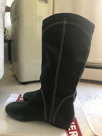 Black leather boots  London, N6H 5H2