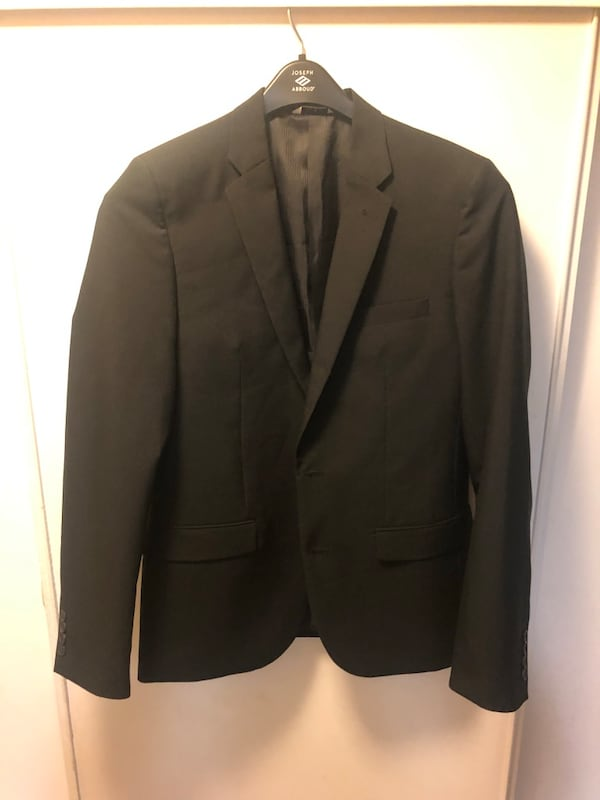 Black notch lapel suit jacket 06047687-97f0-4ef4-ace4-a51610c4ac3d