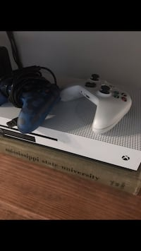 white Xbox One console with controller Tupelo, 38804