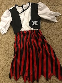 $3 girl pirate dress up costume  Bakersfield, 93314