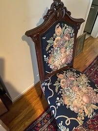 Chair- antique - beauiful . Black with flowers Reston, 20191