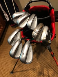 gray golf club set with golf bag Rockville