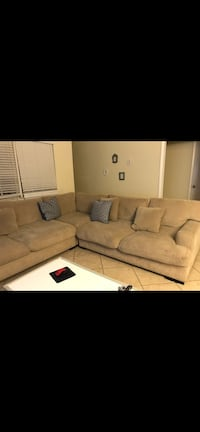 Sectional sofa Rooms to go Cindy Crawford Collection 913 mi