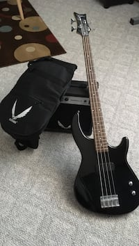 Dean Edge bass with amp and carrying case Aurora, 80014