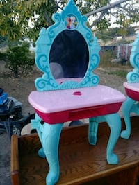baby's pink and blue vanity table San Diego, 92114