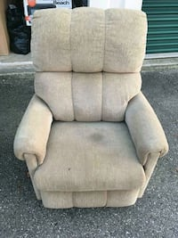^2 matching recliners.  Springfield, 45502