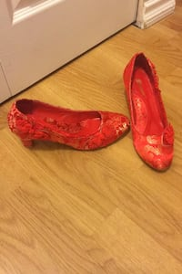 Chinese style red wedding shoes Vancouver, V5R 6C1