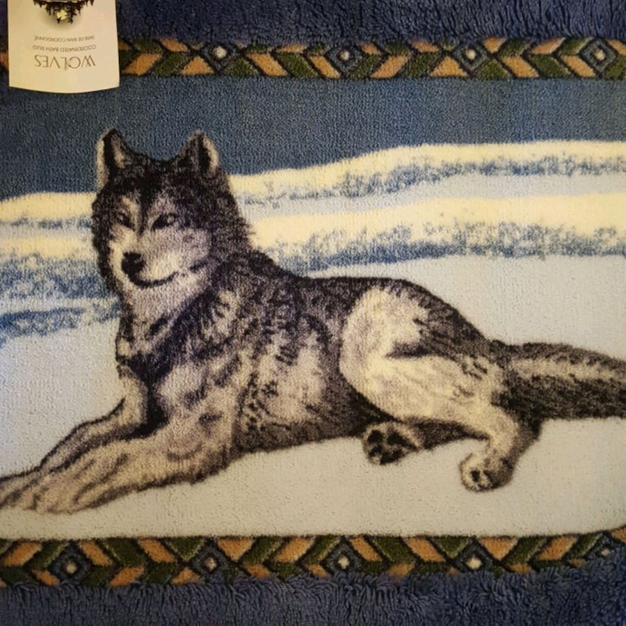 Decorative wolf bath mat and towels