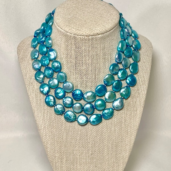Authentic Blue Button Pearl Necklace cdf72eee-35ed-4bdf-8b3f-085d0a790a9c