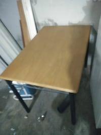 Wood top metal base table w/ 4 chairs