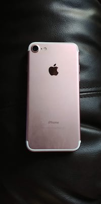 Rose gold iPhone 7 Hamilton, L8K 5H1