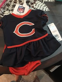 Chicago Bears 3-6 month girls outfit. Never worn   Maumelle, 72113