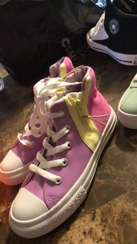 pink-and-white low top sneakers Cypress, 77429