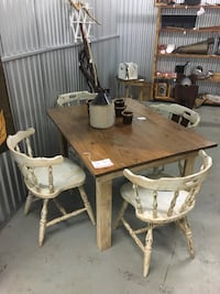 Wooden Farm Style Table and 4 Chais Jacksonville