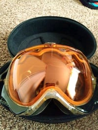 Oakley snowboarding goggles Calgary, T2N 1S4