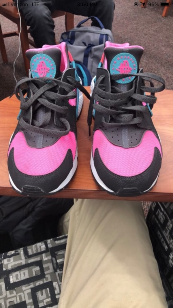 fbcf7401d75fcb Used Pair of pink-and-black nike huraches. Size 9 for sale in ...