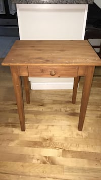 Side Table/End Table/Small Desk