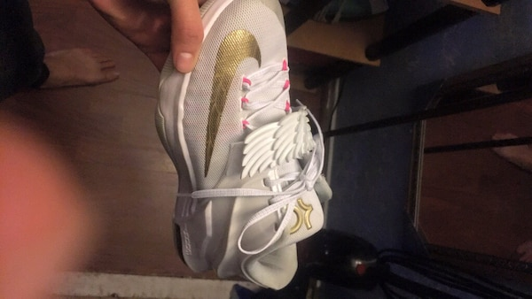 White and brown nike kevin durant basketball shoe