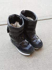 winter boots size 5 Calgary, T2Y 3A8