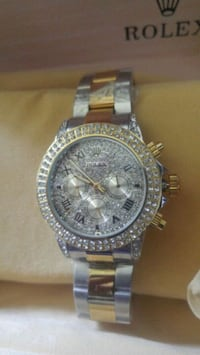 round silver-colored chronograph watch with link bracelet Longueuil, J4V 1A9
