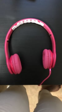 pink corded headphones Newark, 07112