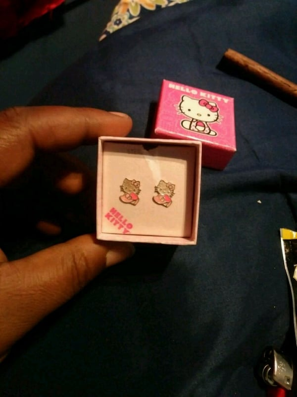Brand new 925 sterling silver hello kitty earrings for kids girls 6ecacf94-9999-45db-be2f-4af8a9ae619f
