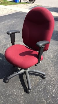 red and black rolling armchair Barrie, L4M 3C3