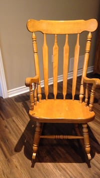 wooden rocking chair good condition Whitby, L1M 1K1