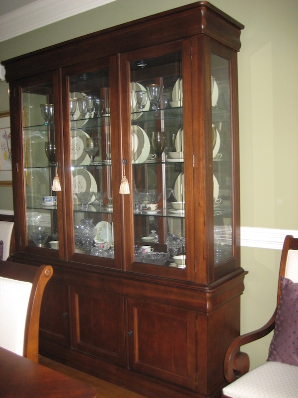Broyhill Maison Lenoir Dining Table Chairs And China Cabinet