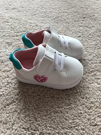 White pair sneakers Carters Mount Prospect, 60056