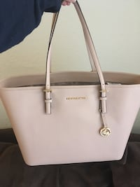 abde58bd6120 Authentic and original and real brand new Michael kors large size tote hand  bag Include Tag