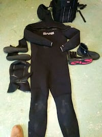 scubba diving wet suit and insulated back pack Ijamsville, 21754